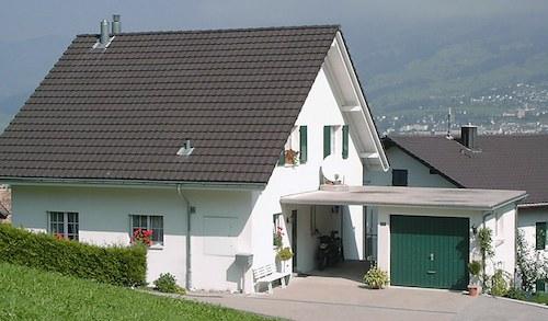 Bei Diesem Haus Sind Die Fenster Von Der Hecke Verdeckt U2014 Ideal Für  Einbrecher